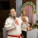 Ведущий Роман Глуховский в древнерусской рубахе