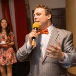 Ведущий на свадьбу в Волгограде Роман Глуховский, продажа торта