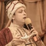 Ведущий на юбилей в Волгограде Роман Глуховский в образе султана